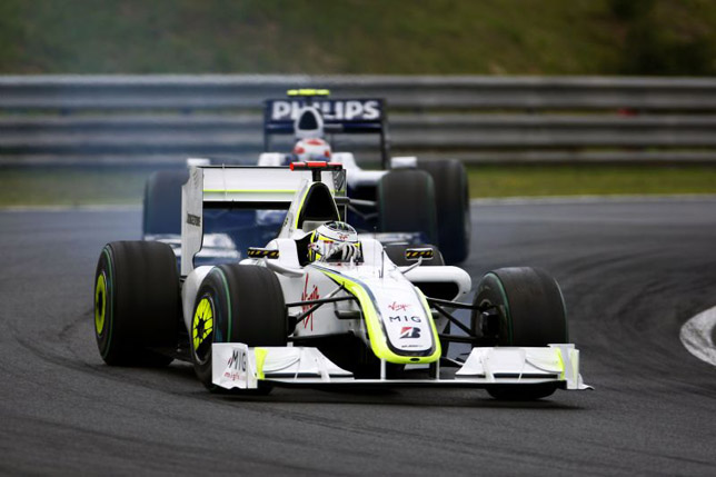 Jenson Button leads Kazuki Nakajima