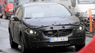 Disguised Volvo S60 tests new safety technology