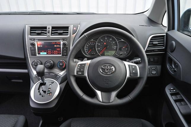 מיוחדים 2011 Toyota Verso-S ZP-21