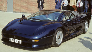Jaguar XJ220 - The Inside Story