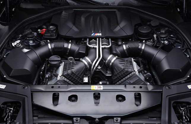 2012 BMW M5 F10 Engine