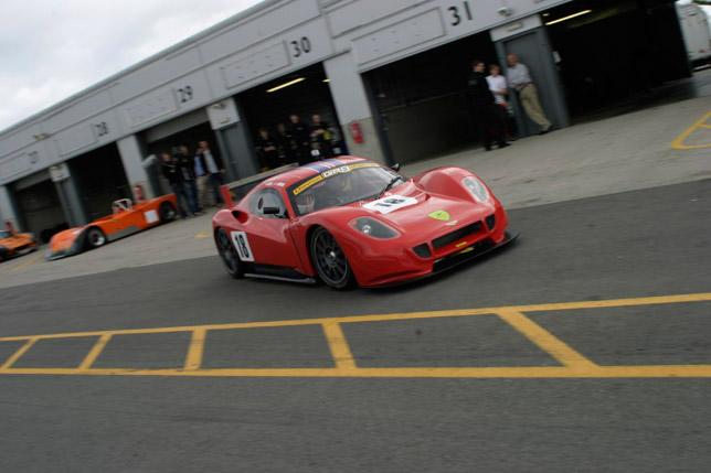 Chevron GR8 on the racetrack