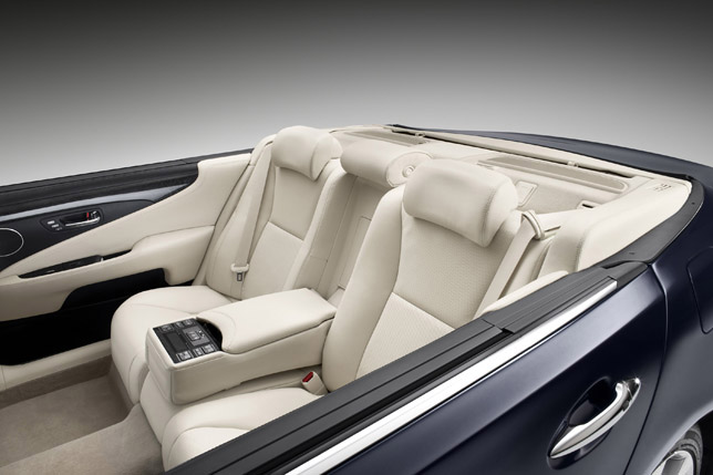 Lexus LS 600h Landaulet interior