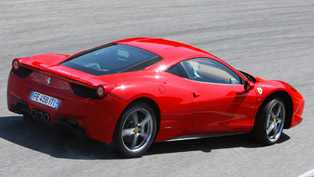 mclaren mp4-12c vs ferrari 458 italia [video]