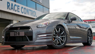 2012 Nissan GT-R - 0 to 100 km/h in 2.84 seconds [video]