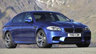 BMW F10 M5 vs BMW S1000RR superbike [video]
