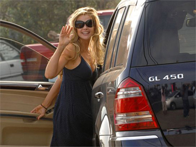 Denise Richards - Mercedes-Benz GL450