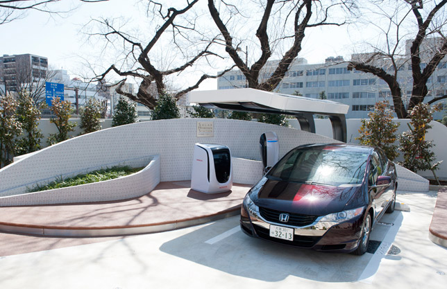Honda FCX Clarity uses at new Solar Hydrogen Station in Saitama