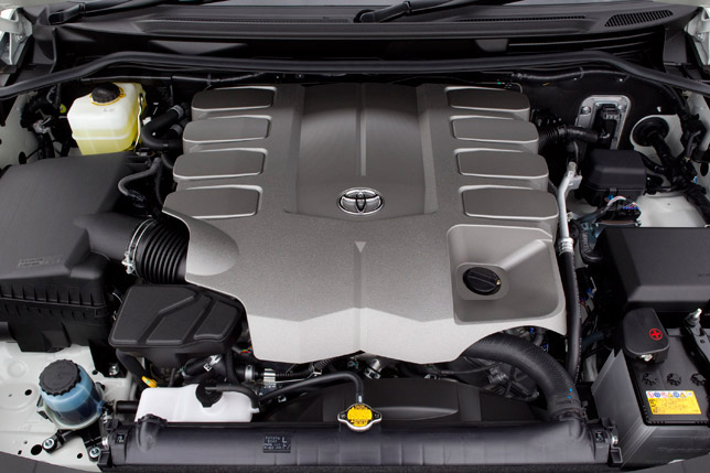 2012 Toyota LandCruiser 200 with new 4.6 liter V8 engine
