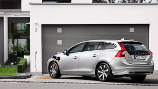 2012 Volvo V60 Plug-in Hybrid - unboxed! [VIDEO]