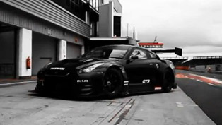 Nissan GT-R Nismo GT3 at the race track [HD video]
