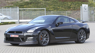 2013 Nissan GT-R R35 - 10.87 seconds at 1/4 Mile with 201 km/h