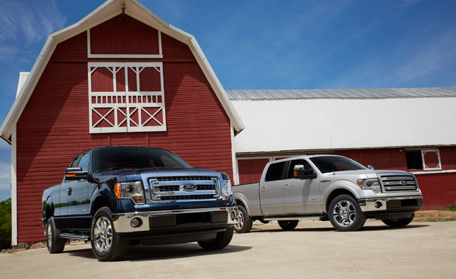 2013 Ford F-150 XLT (left) and Lariat (right)