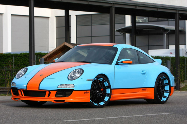 Porsche 911 with wrapped Oxigen 14 Oxrock
