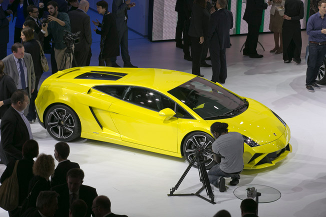 on the other hand the lp 570 4 superleggera and the lp 570 4 spyder performante will be offered also as the further enhanced edizione tecnica version