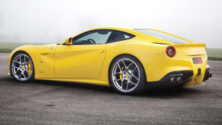 Novitec Rosso Ferrari F12 Berlinetta - 340 km/h on a Highway [video]