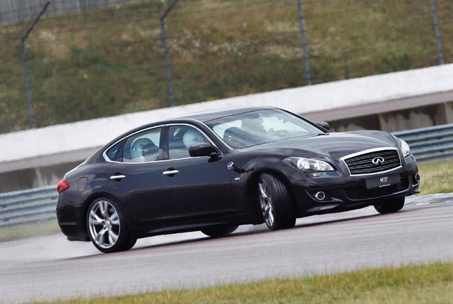 2011 infiniti m37s 01 BMW 5 Series F10 535i vs Infiniti M37S