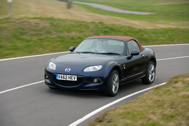 https://www.automobilesreview.com/uploads/2013/02/2013-Mazda-MX-5-Venture-Edition-651.jpg