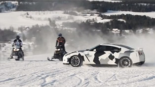 Nissan GT-R Conquers a Skislope [VIDEO]
