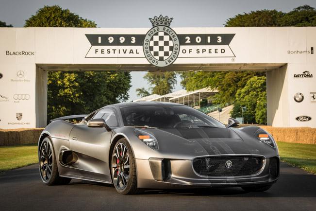 Jaguar-C-X75-dynamic-debut-651