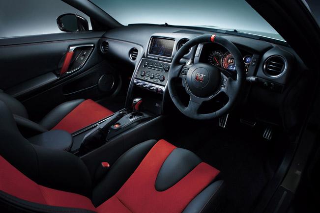 2014-Nissan-GT-R-Nismo-medium-2