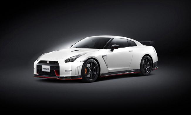2014-Nissan-GT-R-Nismo-medium