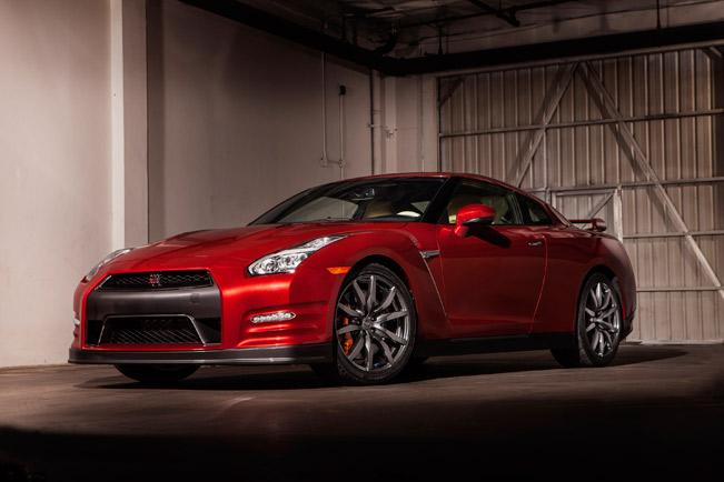 2015-Nissan-GT-R-medium