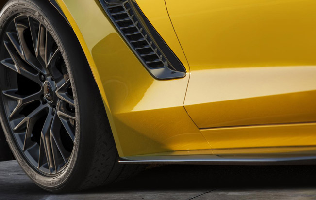 2015-Chevrolet-Corvette-Z06-teaser-medium