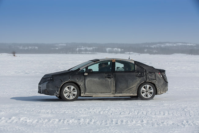 2014-Toyota-FCHV-cold-testing-medium-2