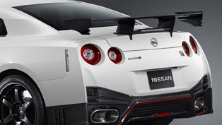 2014 Nissan GT-R Nismo at the Sodegaura Raceway [video]