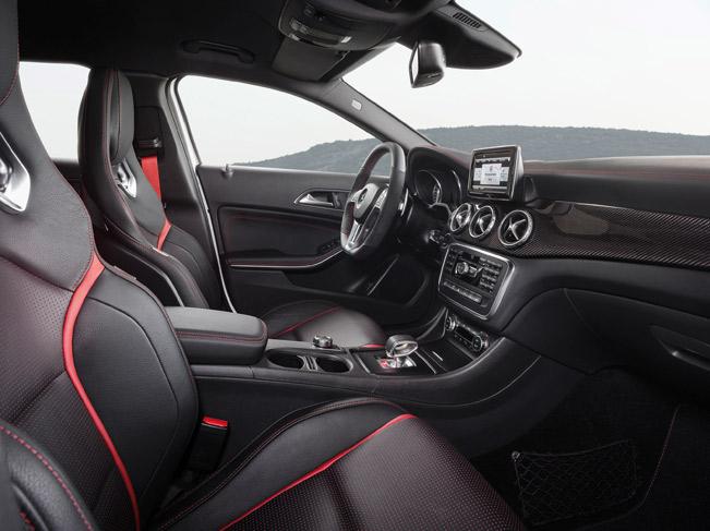 2015-Mercedes-Benz-GLA-45-AMG-medium-2