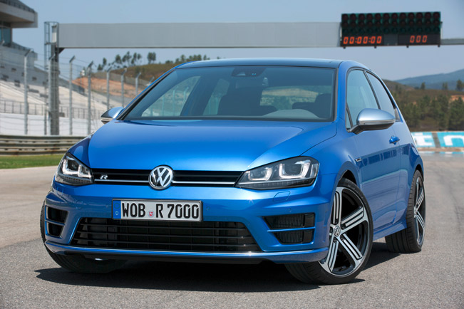 2015-Volkswagen-Golf-R-medium