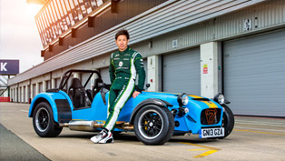 kamui kobayashi drives caterham seven 620r at silverstone [video]