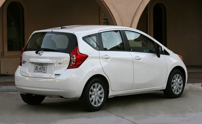 2014-Nissan-Versa-Note_rear_651