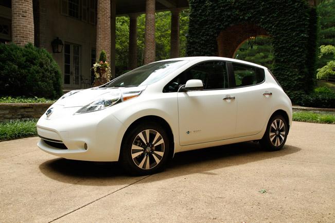 2015-Nissan-LEAF-651