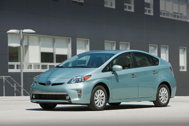 2015-Toyota-Prius-Plugin-651