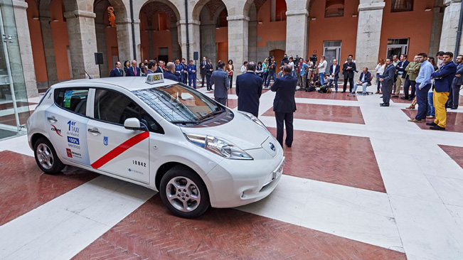Nissan-electric-taxi_651