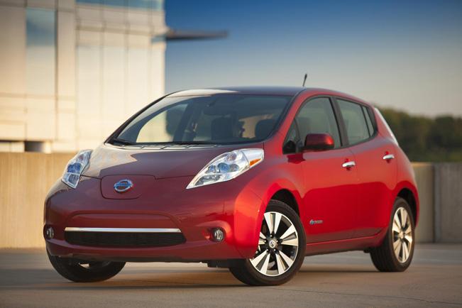 2015-Nissan-LEAF_651