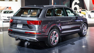 2016 Audi Q7 Scoops the