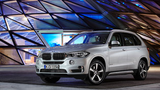 BMW Introduces its First Production PHEV