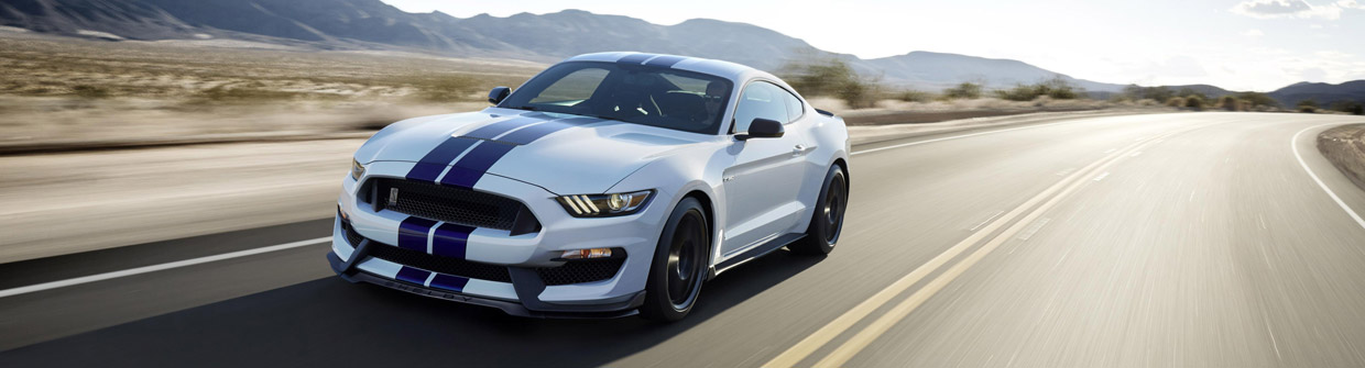 Ford Shelby GT350 Mustang Front and Side View
