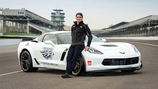 jeff gordon sits behind the wheel of corvette z06 for indy 500