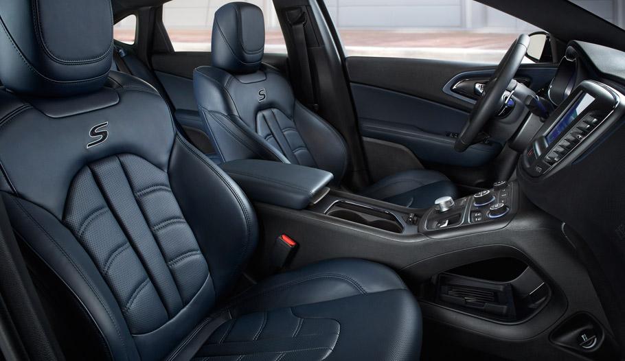 2015 Chrysler 200 nterior