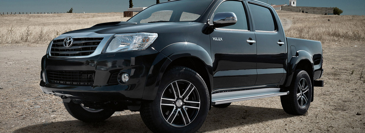 Dezent Toyota Hilux TJ Front and Side View