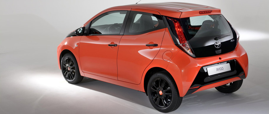2015-toyota-aygo-x-cite-02-BACK