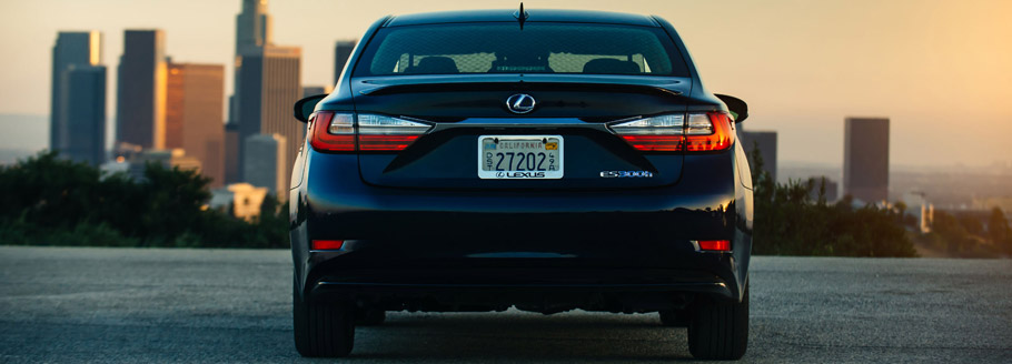 2016 Lexus ES 300h Exterior Rear View
