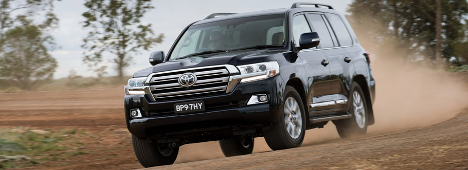2016 Toyota Land Cruiser Facelift Front View