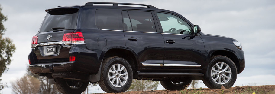 2016 Toyota Land Cruiser Facelift Side View