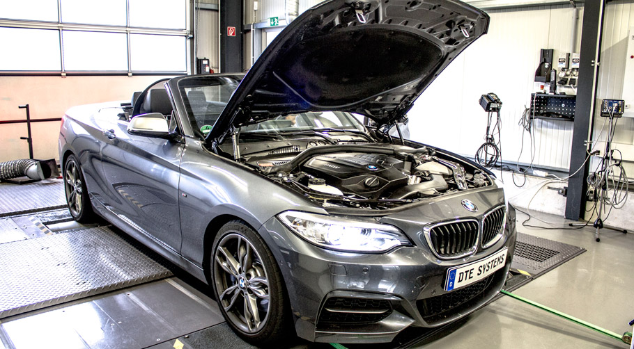 DTE-Systems BMW M235i with open hood