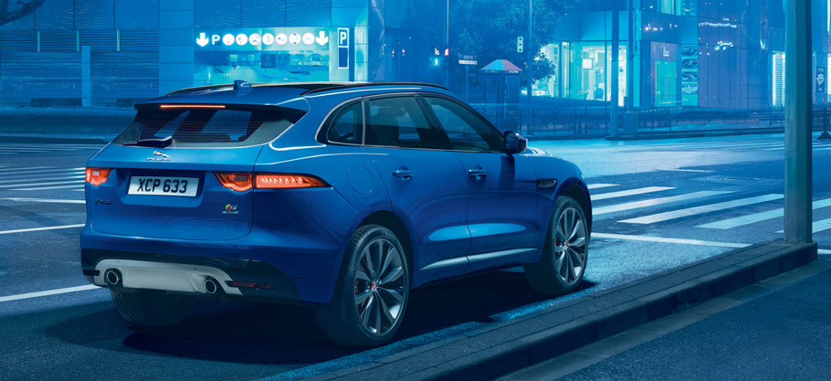 2017 Jaguar F-PACE  Rear view